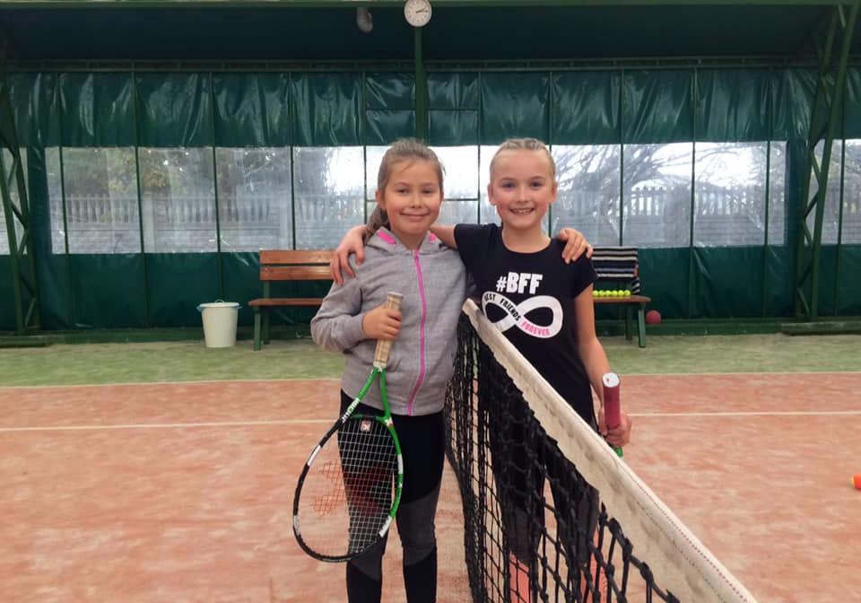Pierwszy dzień ligi tenisa dla dzieci.